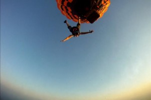 Hot air balloon skydive
